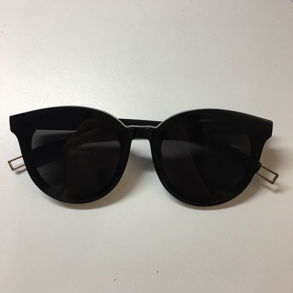 a704f4ab99b3 Gentle Monster Accessories - Gentle monster black peter sunglasses